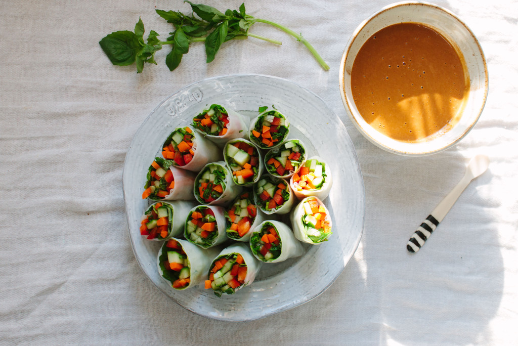 vegetable summer rolls with peanut dipping sauce
